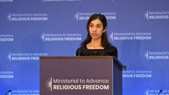 La activista Nadia Murad durante una conferencia.