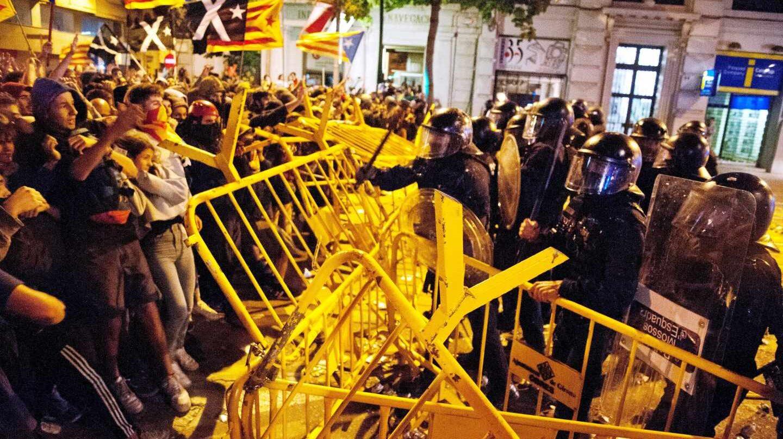 Protesta de los radicales en la Subdelegación del Gobierno en Gerona.