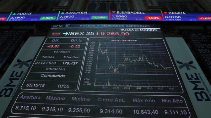 Iberdrola y Endesa pierden 5.000 millones en bolsa tras el hachazo de Sánchez a las eléctricas