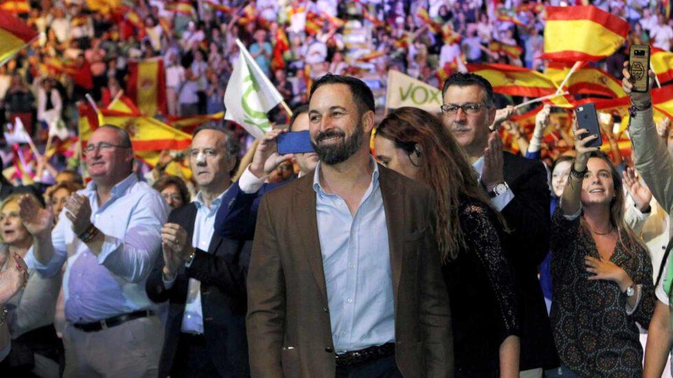 El presidente de Vox, Santiago Abascal, durante el acto que la formación celebó en 2018 en el Palacio de Vistalegre de Madrid, con el objetivo de llenar el recinto de banderas de España y exigir la convocatoria de elecciones anticipadas.