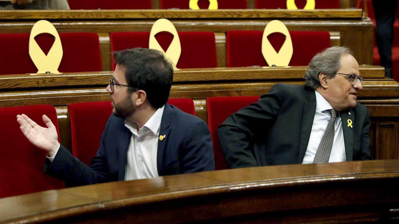 El presidente de la Generalitat, Quim Torra, y el vicepresidente, Pere Aragonès al inicio del pleno del Parlament.