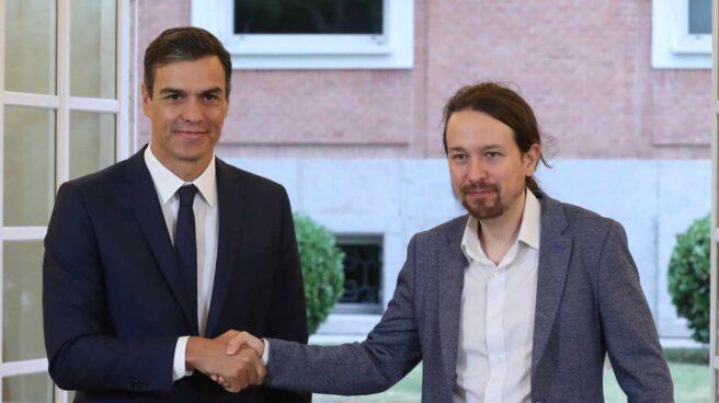 Pedro Sánchez y Pablo Iglesias firman los presupuestos.