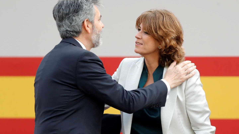 El presidente del Tribunal Supremo, Carlos Lesmes, saluda a la ministras de Justicia, Dolores Delgado.