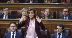 Dolors Montserrat se lía en el Congreso: herriko tabernas, prostitutas y la Luna