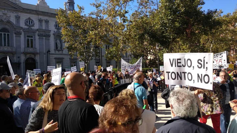 Protestas ante el Tribunal Supremo por el fallo de las hipotecas.