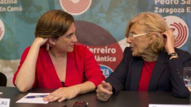 Colau tiene que salir en defensa de Carmena ante los ataques del independentismo