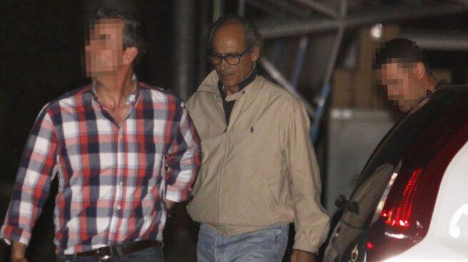 Edmundo Rodríguez Sobrino, conducido por agentes de la UCO de la Guardia Civil el día que fue detenido.