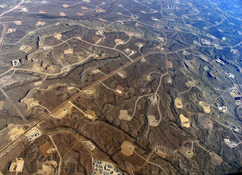 Vista aérea de un territorio sometido a explotaciones de fracking. Fotografía: Jonah May
