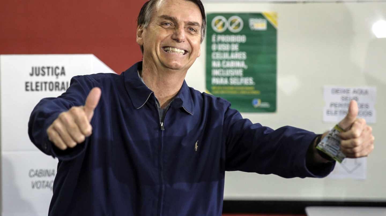 El ultraderechista brasileño Jair Bolsonaro, tras votar cerca de Río de Janeiro.