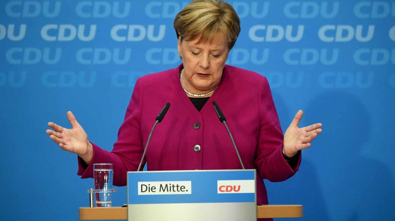 La canciller federal, Angela Merkel, anuncia que dejará de ser líder de la CDU, en Berlín.