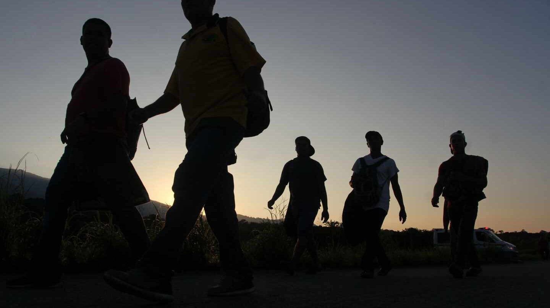 Migrantes hondureños inician su travesía desde Chiapas a EEUU.