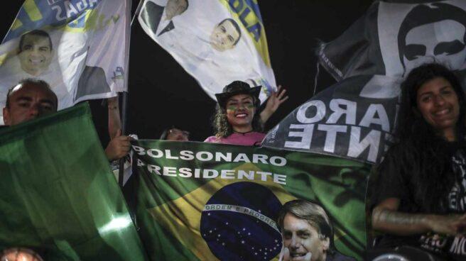 Partidarios de Bolsonaro aclaman a su líder.