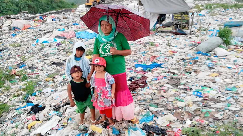 Rawaten, madre de 9 hijos en el vertedero de Marawi, Filipinas
