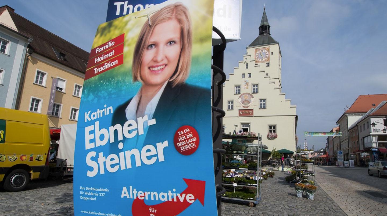Cartel electoral de la candidata de Alterantiva para Alemania, Katrin Ebner-Steiner, en Baviera.
