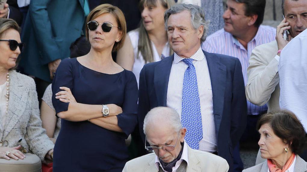 María Dolores de Cospedal e Ignacio López del Hierro, juntos durante una corrida en Las Ventas.