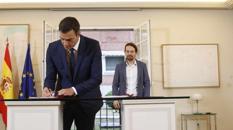 Pedro Sánchez firma con Pablo Iglesias su acuerdo para los presupuestos