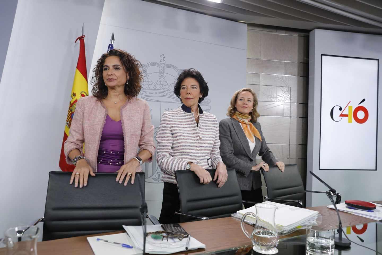 Las ministras de Hacienda, María Jesús Montero; portavoz, Isabel Celaá; y de Economía, Nadia Calviño.