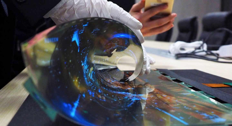 Las pantallas flexibles son uno de los posibles usos del grafeno y otras sustancias