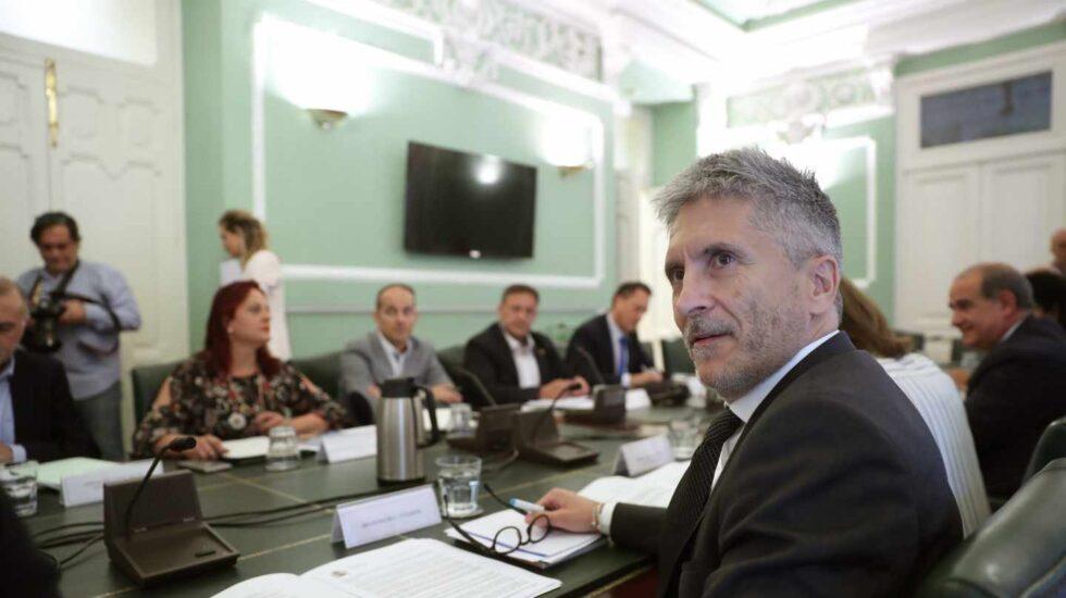 Fernando Grande-Marlaska, al inicio de la reunión mantenida este viernes con los sindicatos policiales y las asociaciones de la Guardia Civil.