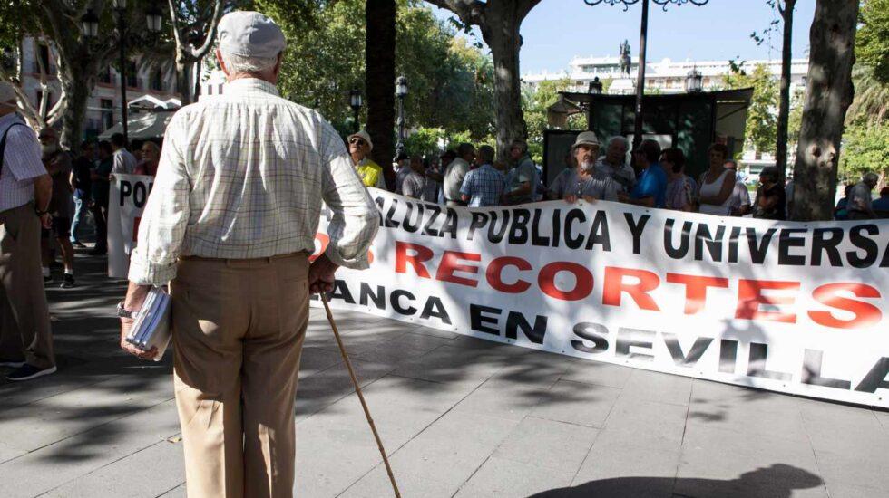 Jubilado ante una manifestación en Andalucía.