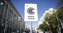 Uno de los carteles que avisan del área restringida 'Madrid Central'