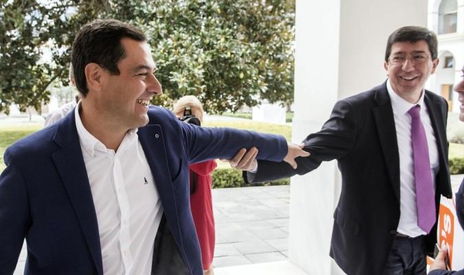 El líder del PP andaluz, Juan Manuel Moreno, y el de Ciudadanos, Juan Marín
