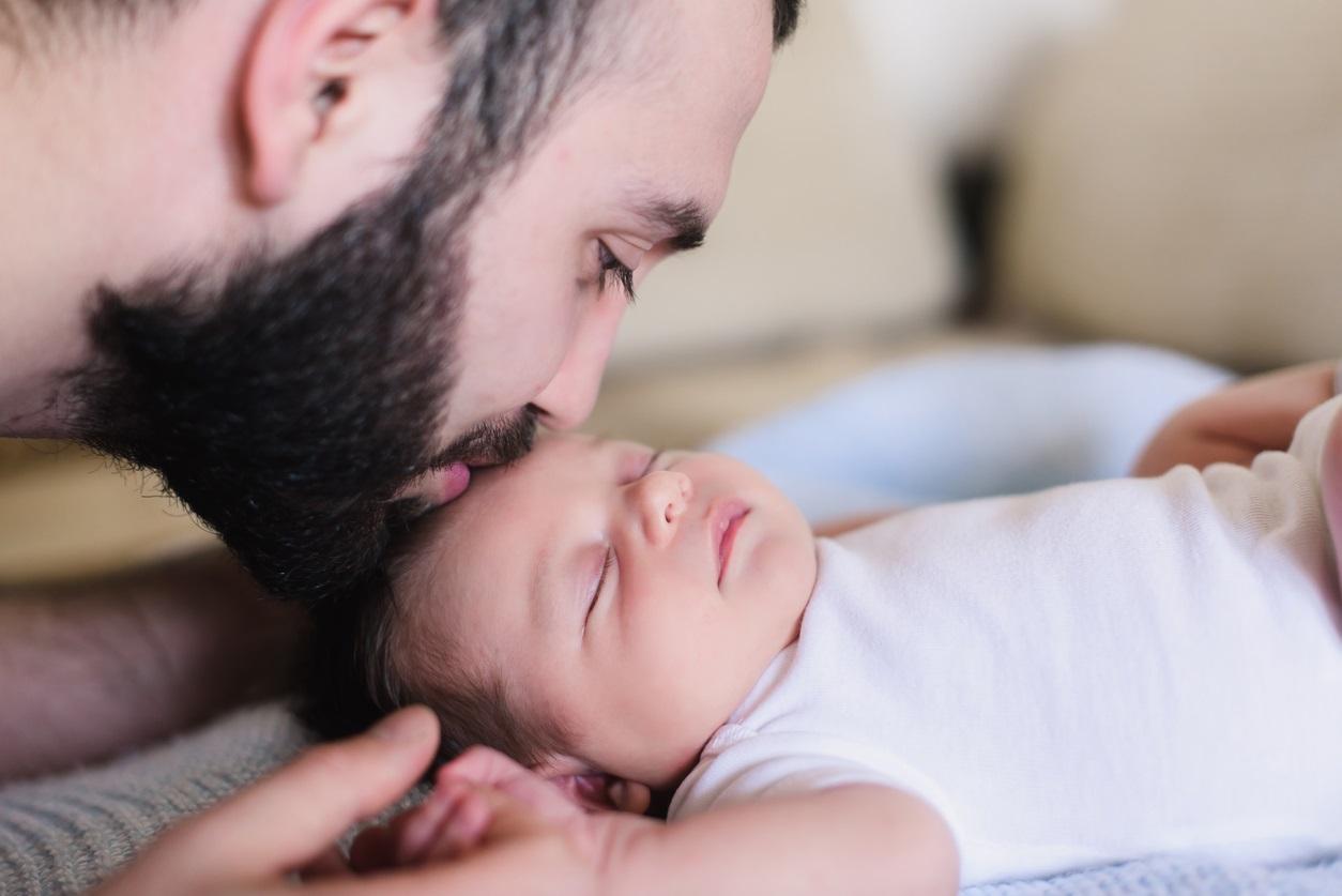 La equiparación de los permisos de paternidad y maternidad tendría un coste cercano a los 1.200 millones al año.