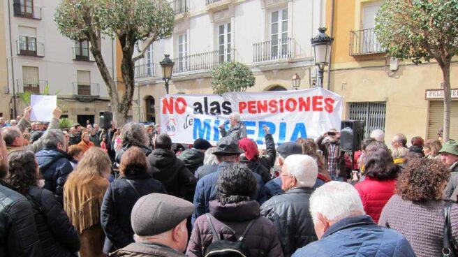 Jubilados en una manifestación para pedir mayores subidas de pensiones.
