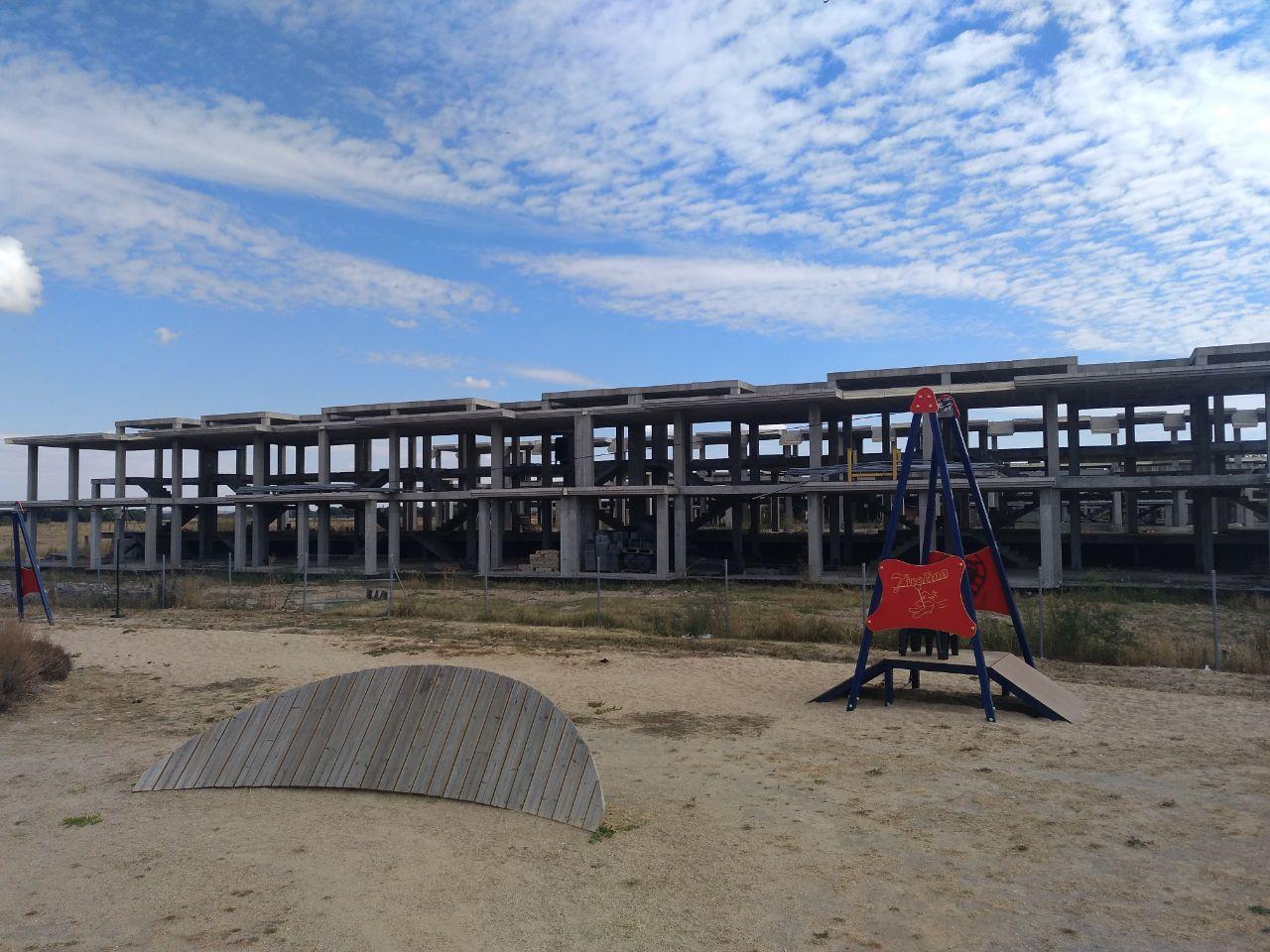 Esqueletos de viviendas inacabadas de Metrovacesa en Aldeamayor Golf, una urbanización que sufrió la crisis.