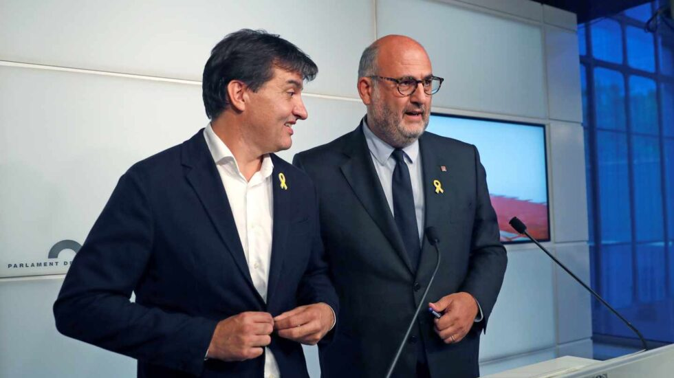 Sergo Sabrià (ERC) y Eduard Pujol (JxCat), durante su comparecencia en el Parlament.