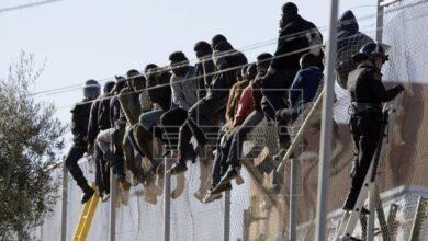300 inmigrantes subsaharianos entran a Melilla saltando la valla