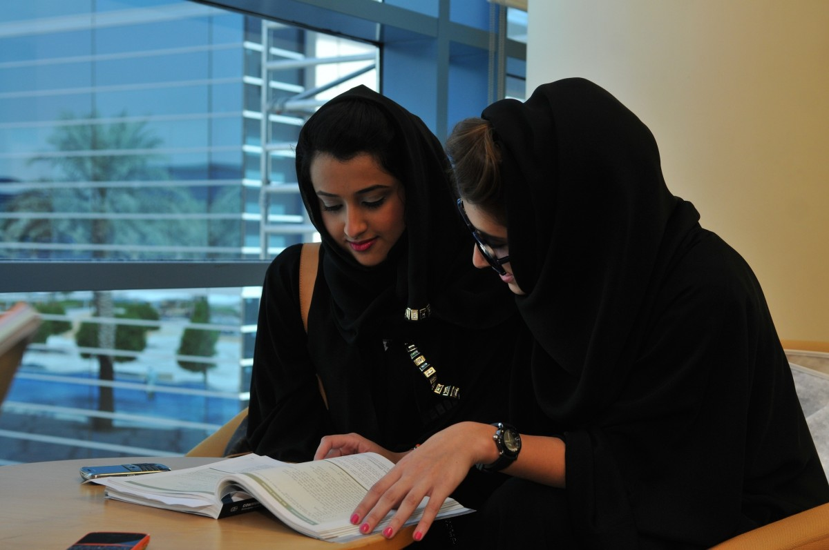 Estudiantes universitarias árabes