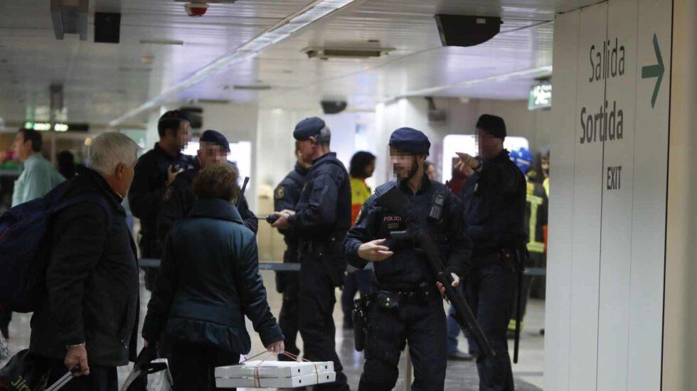 Desalojo en la estación de Sants de Barcelona.