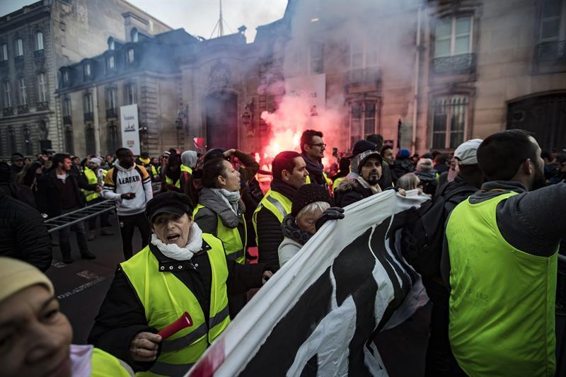 Manifestación en París contra la subida de impuestos a los carburantes.