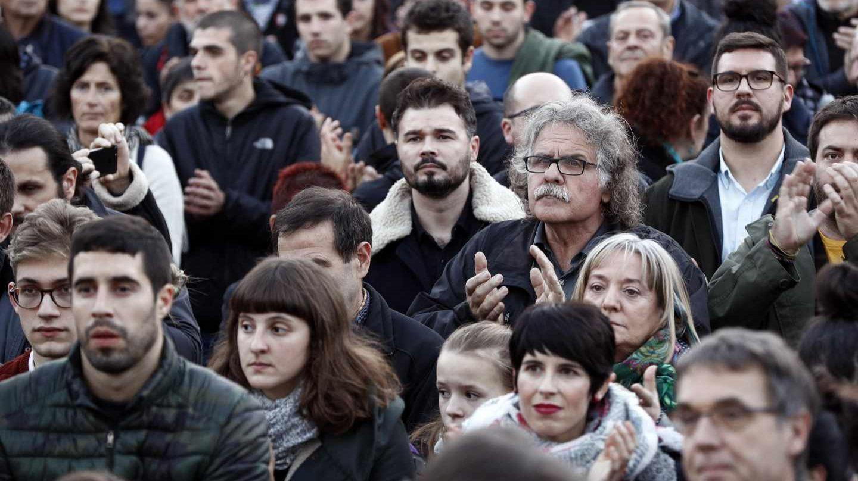 Gabriel Rufián y Joan Tardá se manifiestan en Pamplona para pedir la libertad de los presos de Alsasua.