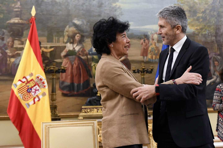 La ministra de Educación, Isabel Celaá y el titular de Interior, Fernando Grande Marlaska, durante la presentación.