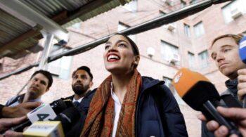 La gira americana de Ayuso podría terminar con una foto en Washington con Ocasio-Cortez