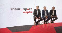 El presidente de Mapfre, Antonio Huertas (centro), en la presentación del proyecto insur_space.