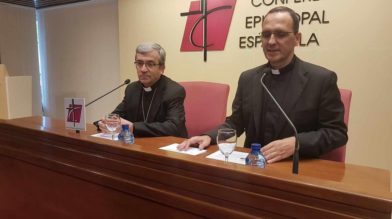 Luis Argüello y José Gabriel Vera, en la Conferencia Episcopal.