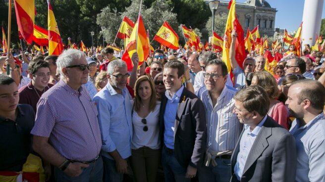 Pablo Casado en una manifestación de Denaes en octubre del año pasado