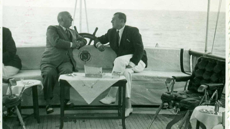 El 25 de agosto de 1948 tras años de enfrentamiento Don Juan y Franco se encontraron en el Azor frente a las costas de San Sebastián.