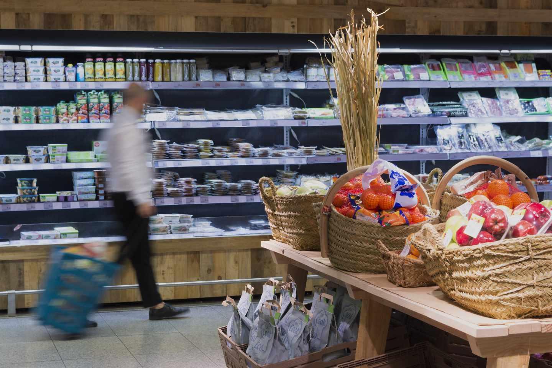 Lineales en un supermercado de El Corte Inglés.