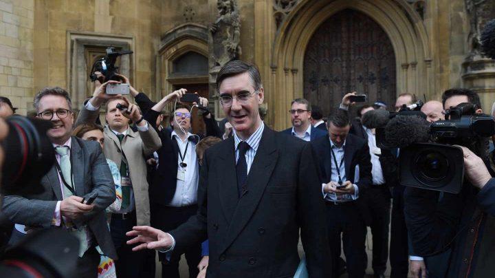 El diputado tory Jacob Rees-Mogg, primer firmante de la carta para destituir a May.