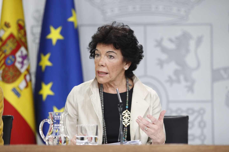 La portavoz del Gobierno, Isabel Celaá, durante la rueda de prensa del Consejo de Ministros
