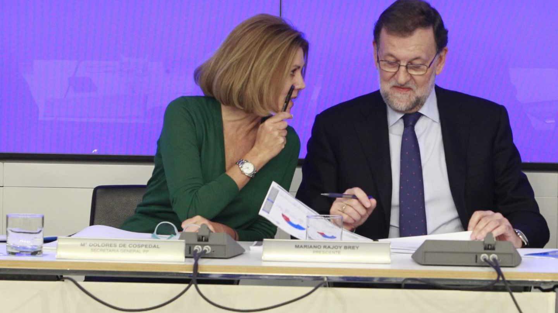 María Dolores de Cospedal y Mariano Rajoy, en una reunión del partido.