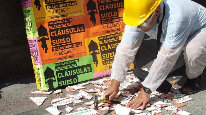 Protesta de afectados por las cláusulas suelo organizada por Adicae.