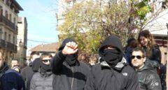Grupos 'antifascistas' de Alsasua arremeten contra el párroco, el alcalde y la Policía foral