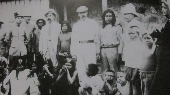 El magnate del caucho Julio César Arana, junto a su plantilla, en una imagen del Archivo de la Municipalidad de Maynas,