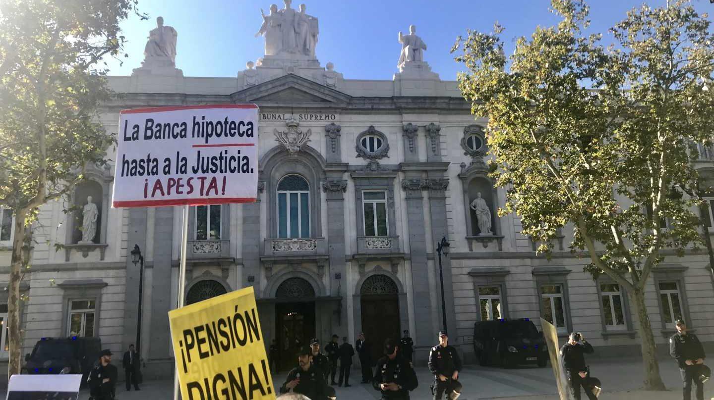 Protestas a las puertas del Tribunal Supremo.