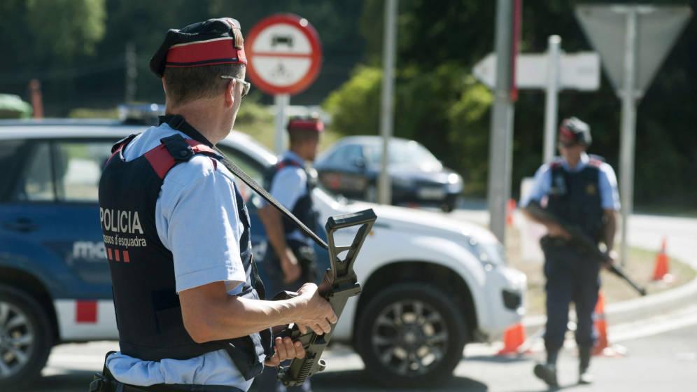 Varios agentes de los Mossos d'Esquadra.